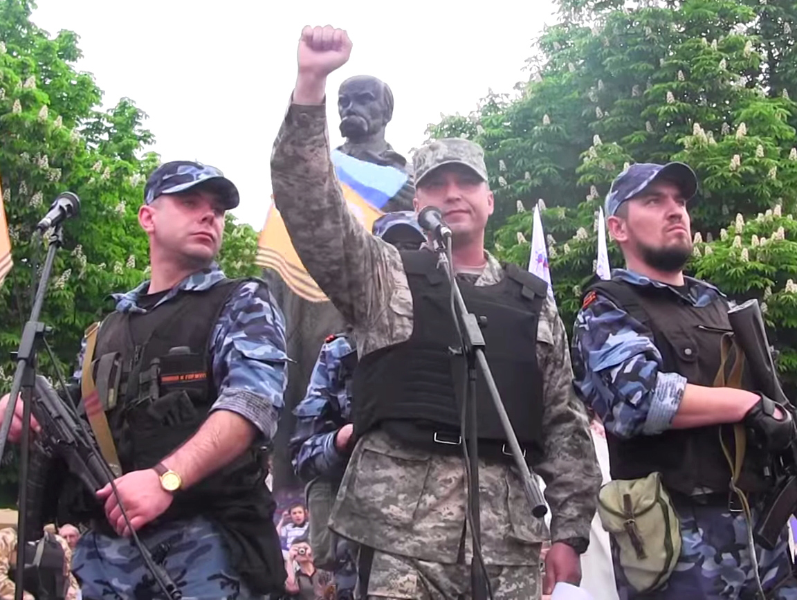 Valery Bolotov proclaims Lugansk People's Republic independence on May 12, 2014